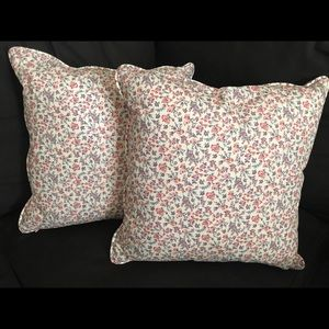 ANTONIO MELANI Accents - Antonio Melani throw pillows